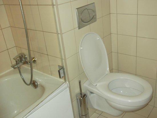 NH Budapest City: WC