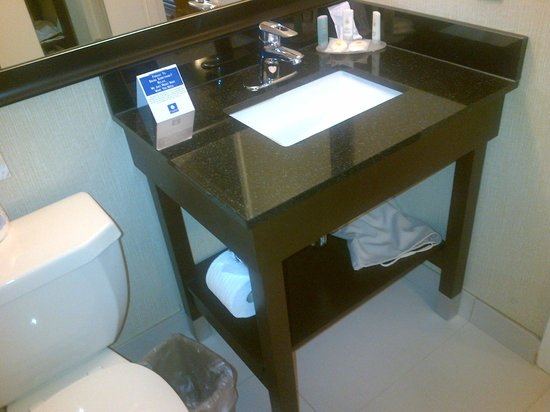 Comfort Inn Edmonton West: recently renovated bathroom