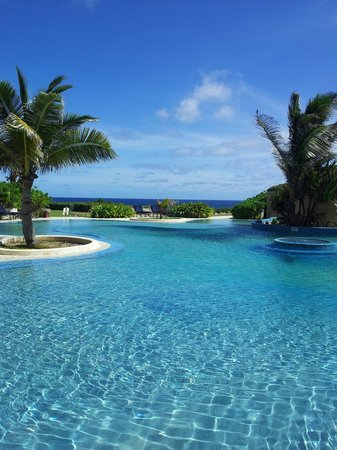 The Crane Resort: Lovely pools