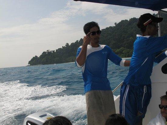 Phuket Tours Direct - Day Tours: Nice Staffs