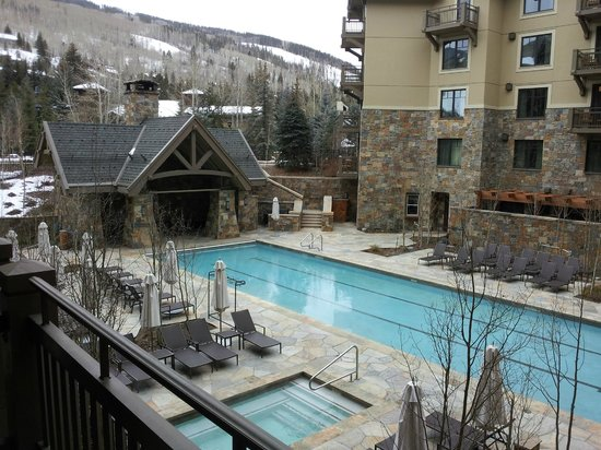 Four Seasons Resort and Residences Vail: Heated pool and ski resort in background from balcony