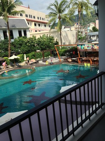 Sawaddi Patong Resort & Spa : balcony view to swimming pool