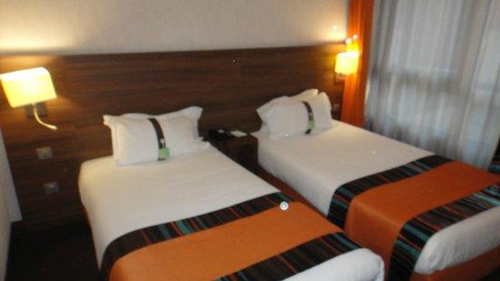 Holiday Inn Paris Montmartre: Camas bem feitas