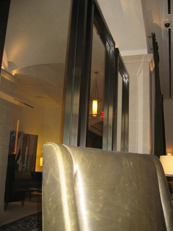 Refinery Hotel: LOUNGE