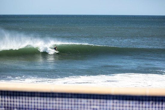 Miramar Surf Camp : Surf seen from the pool