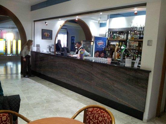 Paradise Bay Resort Hotel: Bar