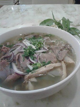 I Am Pho: pho dac biet (rare beef, well done beef, chicken)
