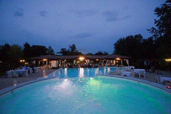 La piscina ed il gazebo picture of green park villa - Piscina montichiari ...