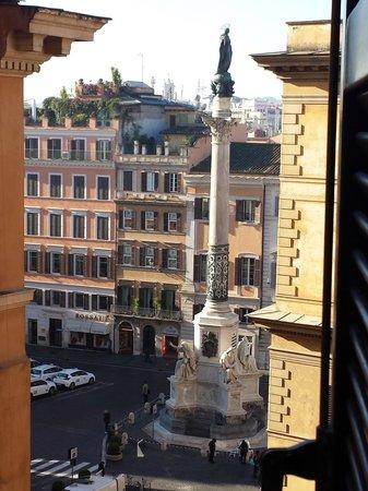 Hotel Scalinata di Spagna : vista su piazza di spagna