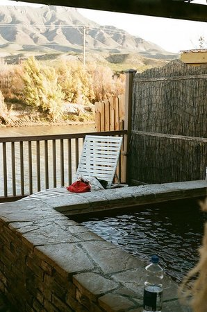 Riverbend Hot Springs: Private pool + view