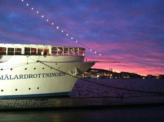 Malardrottningen Yacht Hotel and Restaurant : November Sunset