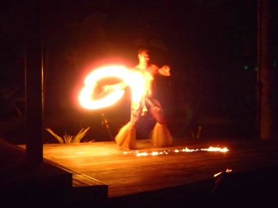 Over-Water Night Show & Dinner : Fire dancer