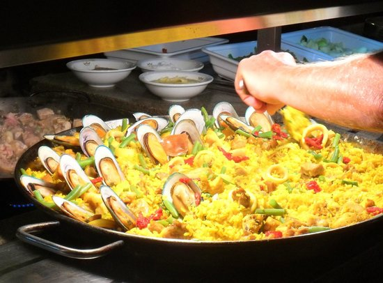 Hotel Riu Montego Bay: Paella Jamaican style being prepared