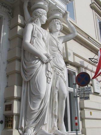 Historic Center of Vienna: statues