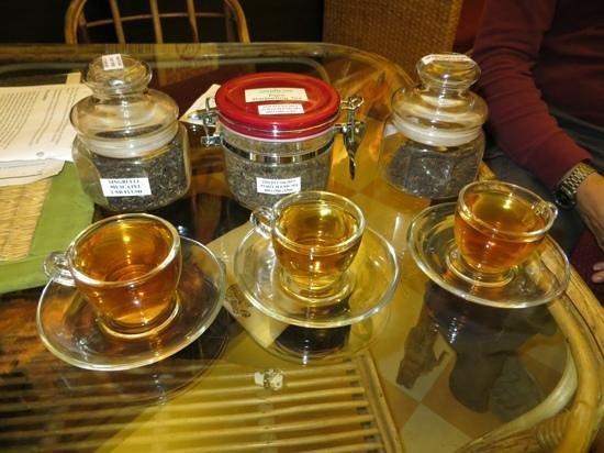 Golden Tips Tea Cosy : Samples of loose tea
