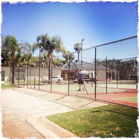 Sunraysia Resort: Tennis court