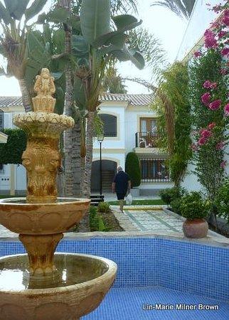 Infiniti Beach Resort: Fountain in the gardens