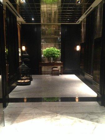Rosewood London: Elevator Corridor