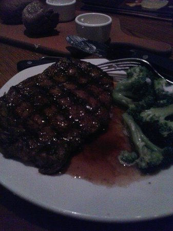 Outback Steakhouse: Ribeye with steamed broccoli