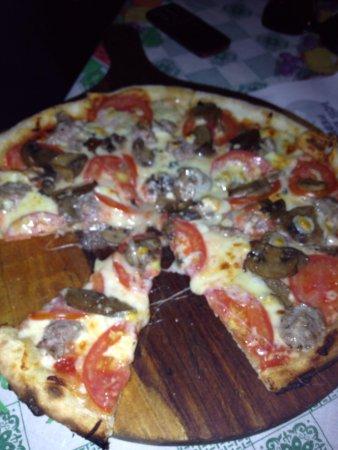 Restaurante y Pizzeria La Terraza: Pizza Campagnola