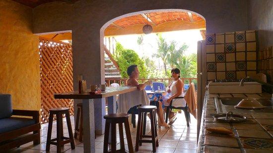 Las Cabañas del Capitán: Nice open air living to patio