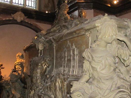 Capuchin Church (Kapuzinerkirche) : tomb