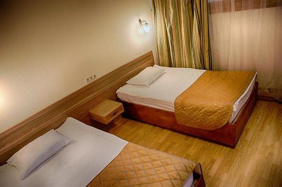 Hotel Park Krestovskiy: Standard room beds