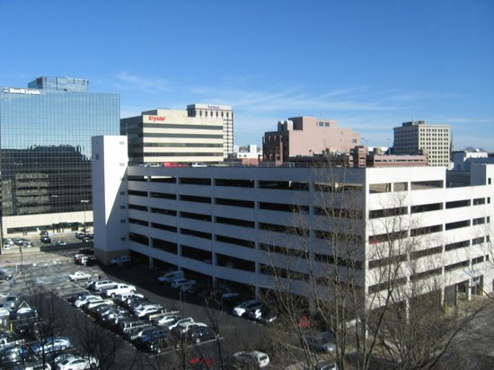 Chattanooga Marriott Downtown: Ciry view to left