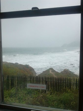 HI-Point Montara Lighthouse: Looking out my window at the waves!