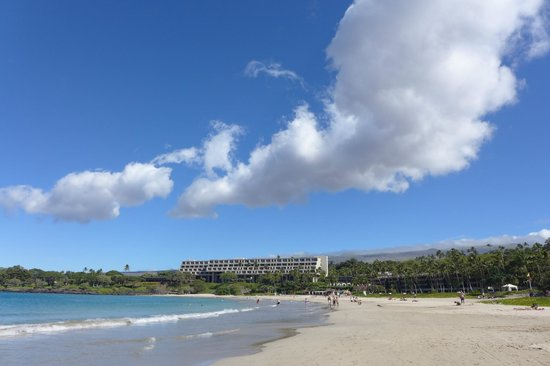 Mauna Kea Beach Hotel, Autograph Collection: View from beach