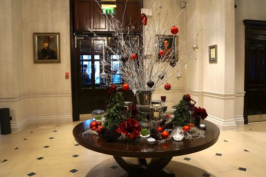 The Royal Horseguards: Beautiful holiday decorations