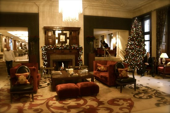 The Royal Horseguards: Lobby area with fireplace and Christmas tree
