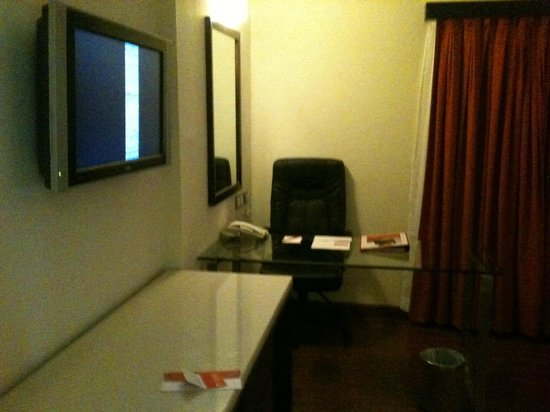 Ramada Chennai Egmore: Good work desk