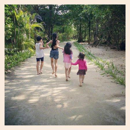 Nikoi Island : kids loved the barefoot luxury