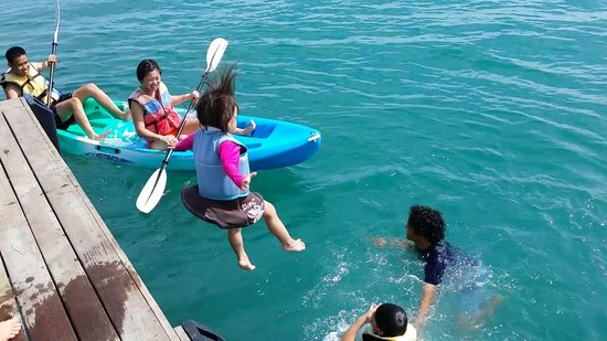 Nikoi Island : kids first jetty jump and they totally loved it
