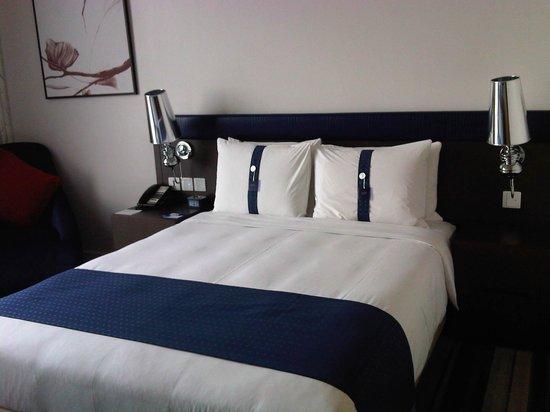 Holiday Inn Express Bangkok Siam: Comfy bed