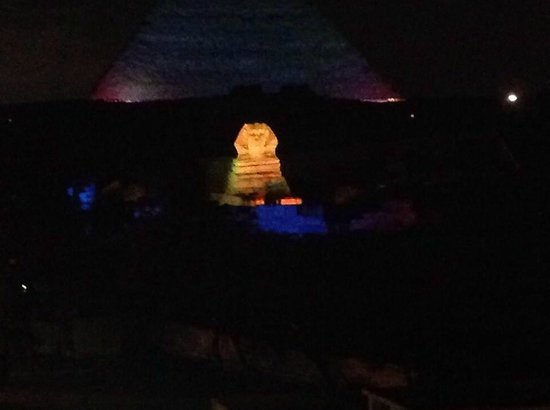 Pyramids View Inn: The view of the Light Show deom the rooftop!