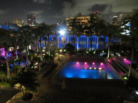 La Concha Renaissance San Juan Resort: hotel pool (main pool)
