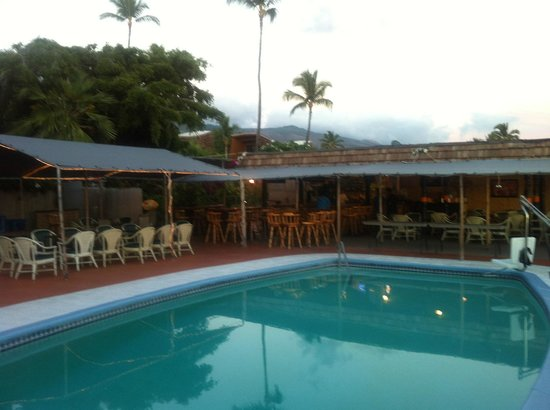 Hotel Molokai : The Holel Molokai bar is located near the pool.