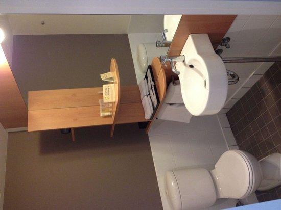 Ibis Sydney Darling Harbour: Bathroom