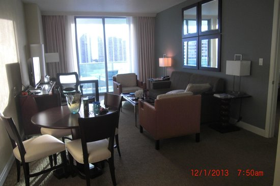 Residence Inn Fort Lauderdale Intracoastal/Il Lugano: Living room of our suite