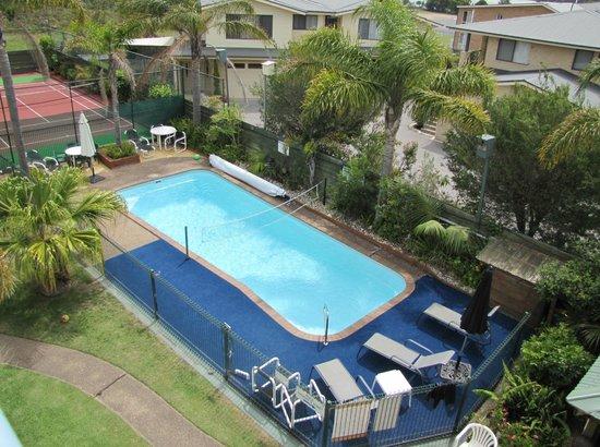 Apollo Luxury Apartments: Large solar heated pool