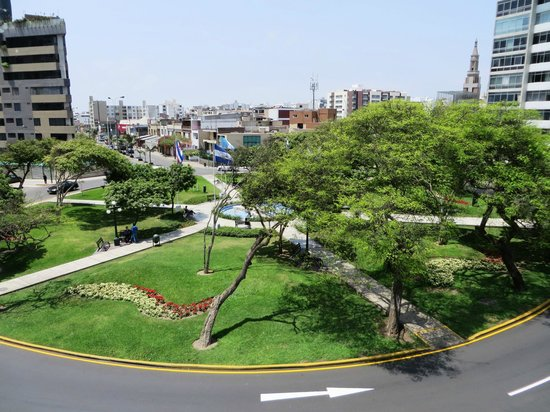 Hostal Torreblanca: View from room (traffic circle)