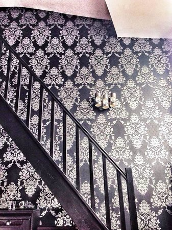 Alba Opera Hotel: This wallpaper is beautiful