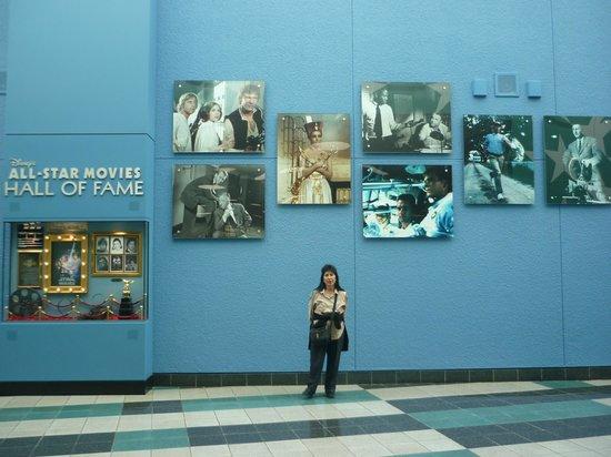Disney's All-Star Movies Resort: Al lado de la sala de recepcion