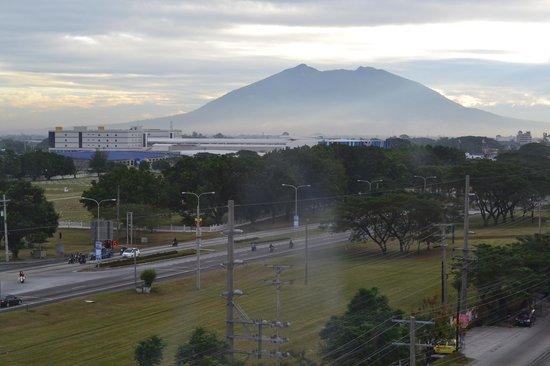 Red Planet Angeles City : Early morning at the Clark Freeport Zone