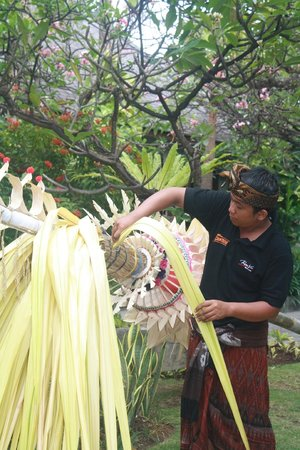 Kuta Seaview Boutique Resort & Spa : staff activity