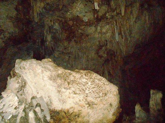 Anahulu Cave - The Underground Swimming Pool: Anahulu inside