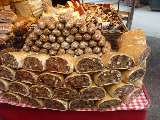 Parkhotel Brunauer: strudel selection at x-mas market
