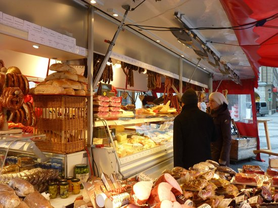 Parkhotel Brunauer: Ham and cheese counter at x-mas market